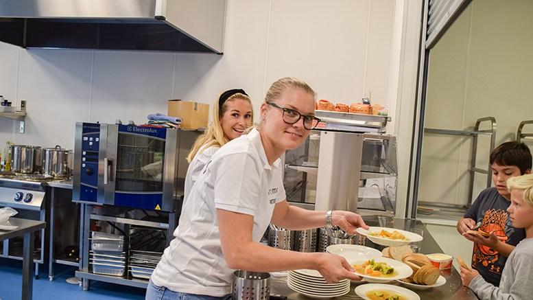 IKKE UVENTET: Kuttet i tilskudd til frivilligsentralene kom ikke som en overraskelse for styreleder Ellen Knudsen i Tromøy frivilligsentral. Arkivfoto