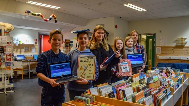 LESEKAMPEN: Elever i sjuendeklasse på Sandnes skole har laget et helt eget leseprosjekt, som har ført til mange tusen leseminutter de siste ukene for mange av skolens elever. Foto: Esben Holm Eskelund
