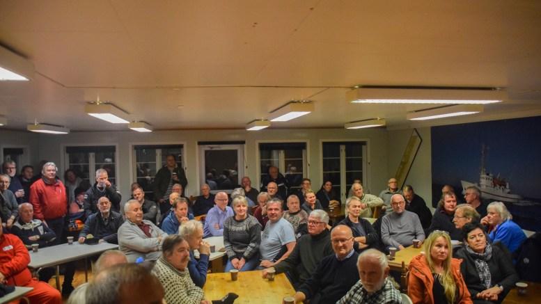 STOR INTERESSE: Det var mange som møtte frem da Raet Kystlag informerte om det nystartede laget på Havstad. Foto: Esben Holm Eskelund