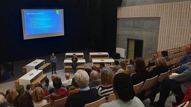 FRITIDSFORUM: Ellen Knudsen (t.v.), styreleder i Tromøy frivilligsentral og prosjektleder Vibeke Dehli. Foto: Nils Petter Nilsen