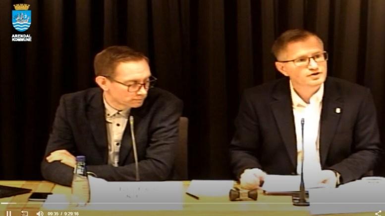 BYSTYREMØTE: Varaordfører Terje Østebø Eikin (Krf) og ordfører Robert C. Nordli (Ap) leder bystyremøtene i Arendal. Foto: Arendal kommune / Nett-TV