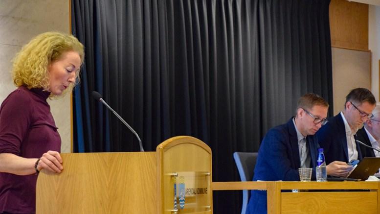 HOVE-REGULERING: Bystyrerepresentant Kristina Stenlund Larsen (uavh.) la torsdag morgen frem nok en advokatvurdering i Hove-saken. Foto: Esben Holm Eskelund