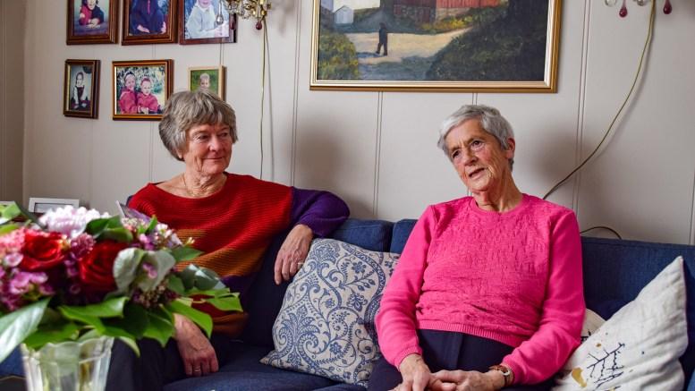 TROMØY BYGDELAG: Ragnhild Mortensen (t.h.) og Kari Bryn Christiansen mener Tromøy bygdelag har tilført mye godt i lokalmiljøet og er litt vemodige over at det nå er slutt. Foto: Esben Holm Eskelund