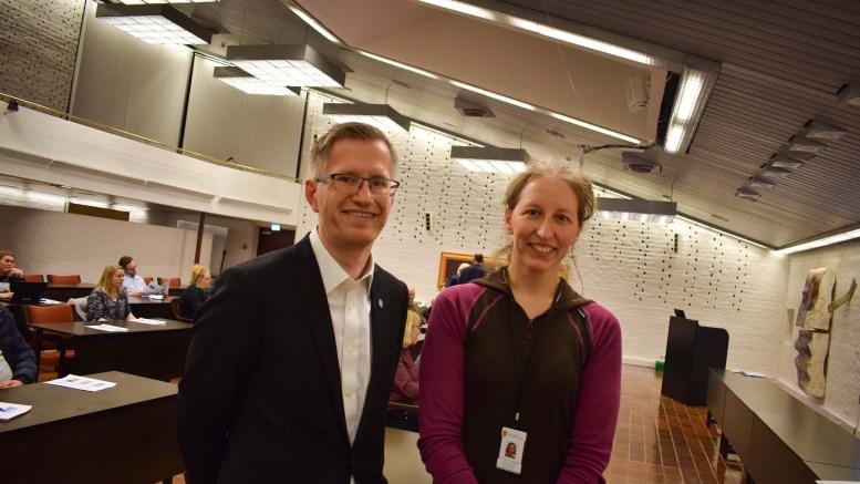 DRONEFLYVNING: Styreleder Robert C. Nordli i Raet nasjonalpark og nasjonalparkforvalter Jenny Marie Gulbrandsen er enige om at ulovlig droneflyvning må slås hardt ned på. Arkivfoto