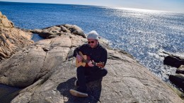 PLATESLIPP: Einar Stokke Fadnes har med Spornes på sin nye plate, som skal slippes på releasekonsert i Oslo og som strømmes på nettet førstkommende fredag. Foto: Esben Holm Eskelund