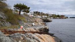 SJØBU OG BRYGGE: Ved Pira i Rægevig søker eieren av en fritidsbolig å bygge helt ny sjøbod og oppgradere bryggeanlegget. Foto: Esben Holm Eskelund