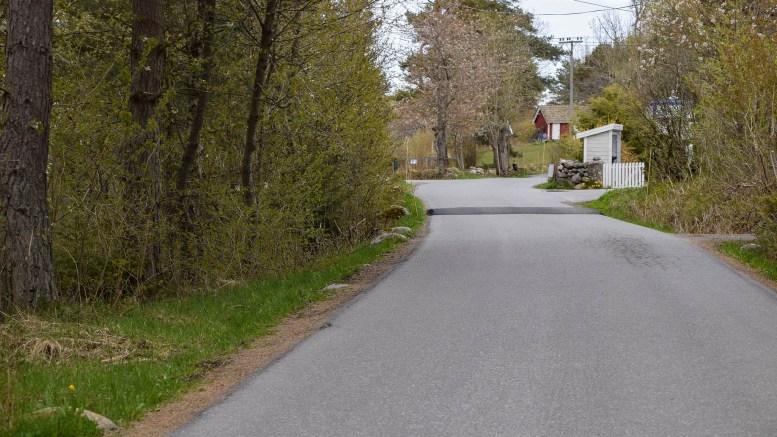 SPORNESVEIEN: Mellom barnehagen og Flademoen er det laget nye fartshumper. Foto: Esben Holm Eskelund