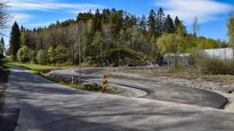 GANG- OG SYKKELVEI: Asfalten er på plass og det nærmer seg at gang- og sykkelveistrekningen mellom Skudereis og Holtet er klar til å tas i bruk. Foto: Esben Holm Eskelund