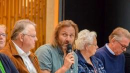 KNEGENT: Rødts Johnny Ingebrigtsen mener rådmannens forslag om å utelukke ungdomsskoletrinnet på Roligheden for gratis skoleskyss er ufattelig gnient. Her fotografert på valgdebatt der trafikksikkerhet var et temaene på Tromøy for valget i fjor. Arkivfoto