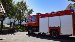 BRANNALARM: Brannvesenet rykket ut da alarmen gikk i Tromøy kirke fredag ettermiddag. Foto: Esben Holm Eskelund