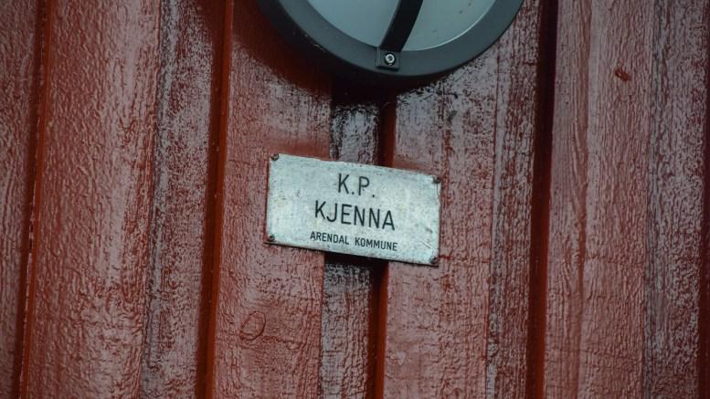 KJENNA: Tjennaveien blir stående som veinavn om ikke noen som har rett til å reise navnesak hos Kartverket gjør det på eget initiativ. Selv i Arendal kommune heter Kjenna – Kjenna. Arkivfoto