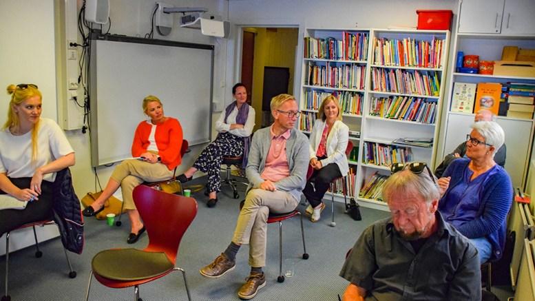 OPPSIKTSVEKKENDE: - Det er rart at ikke flere er nysgjerrige på dette, uttalte varaordfører Terje Østebø Eikin (Krf), som var en av to folkevalgte som møtte til fremlegging av to masteroppgaver med oppsiktsvekkende resultater i Fabakken barnehage sist uke. Foto: Esben Holm Eskelund