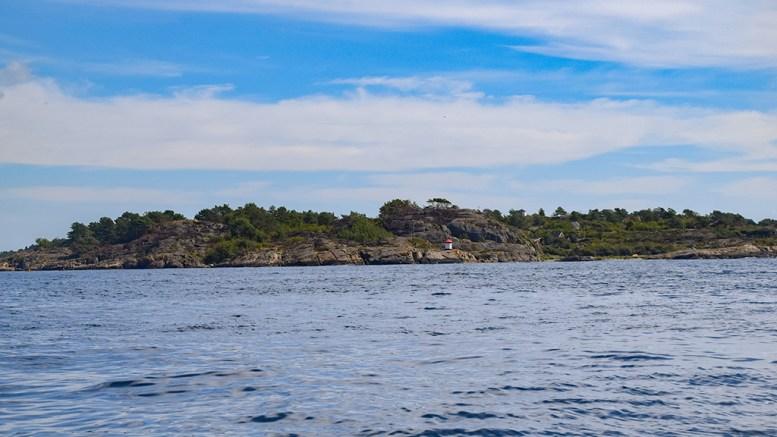 TØNFÅBI: Tørnforbi ligger på Merdø, helt til venstre på bildet. Foto: Esben Holm Eskelund