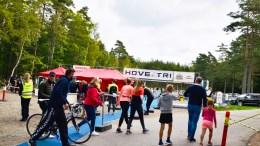 HOVE TRI: Flere hundre utøvere er med i årets triatlon på Hove, som er endret for å tilpasse arrangementet til gjeldende smittevernretningslinjer. Foto: Esben Holm Eskelund
