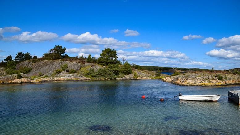 TAUSE I TANGEN: - Hvor ble det av dere andre? spør Thor Erling Mikkelsen om partienes holdning til strandsonepolitikk. Arkivfoto