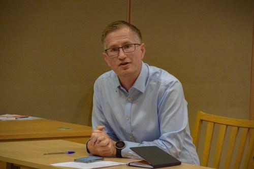 <b>DROPP KLEMMEN:</b> Ordfører Robert C. Nordli oppfordrer til å droppe klemmen og holde meteren og følge smittevernrådene. Foto: Esben Holm Eskelund