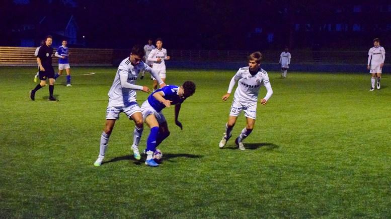 LOKALOPPGJØR: Det var et offensivt G19 lag i Trauma, som møtte Arendal Fotball på Hove tirsdag kveld. Foto: Esben Holm Eskelund