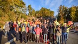 HJERTELIG ÅPNING: Både voksne og barn feiret at Roligheden skole har satt ekstra fokus på trygg skolevei og har etablert hjertesone på den siste del av skoleveien. Foto: Esben Holm Eskelund