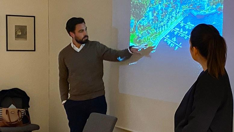 PUSNES-AMBISJONER: Forslagsstiller Simon Venemyr Ottersland i Pusnes Eiendom AS og arkitekt Tuva Skaret presenterte en ambisiøs prosjektplan for Pusnes-utviklingen for kommuneplanutvalget. Foto: Esben Holm Eskelund
