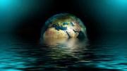 HAVKLODE: Den unge miljøagenten i Arendal minner om at mesteparten av jorden består av hav og at det er viktig å stanse forsøpling av verdens hav med plast. Illustrasjonsfoto: Gerd Altmann /Pixabay