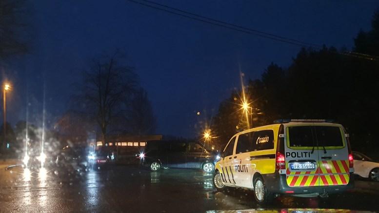 ADFERDSKONTROLL: Politiet sjekket trafikkforholdene ved Sandnes skole onsdag morgen. Foto: Nils Petter Nilsen