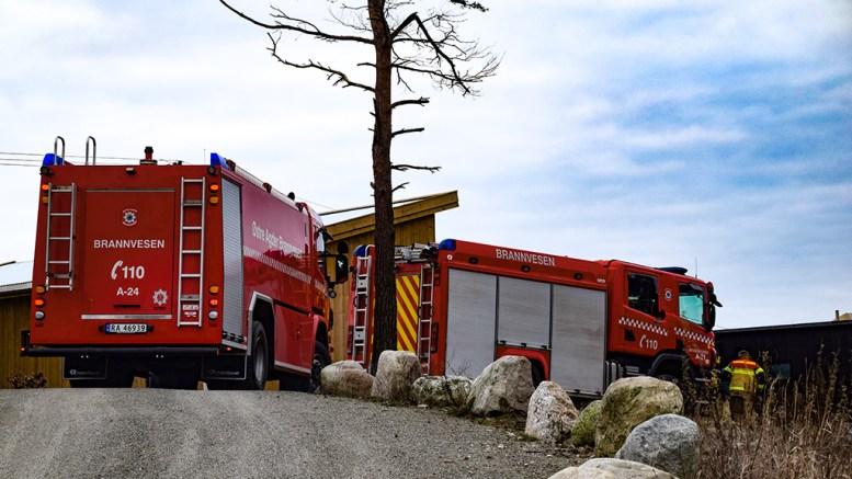 BRANNTILLØP: Brannvesenet rykket ut til en adresse nær Flademoen fredag ettermiddag. Foto: Esben Holm Eskelund