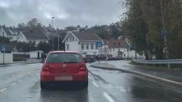 KYSTVEIEN: Strekningen fra Krøgenes til Barbudalen kan bli stengt morgen og ettermiddag, i tillegg til at det kan bli gjort en rekke andre tiltak for å få ned trafikkbelastningen. Arkivfoto