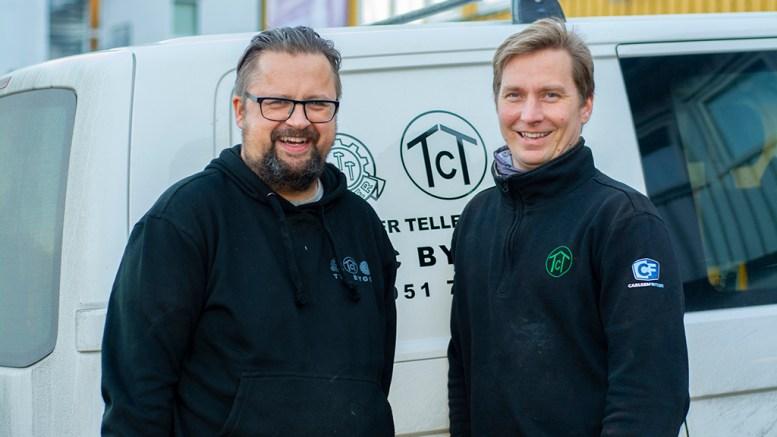 KORONASATSING: Møbelsnekker Glenn Håkon Langemyr (t.v.) og Tellef Tobias Christensen i TCT Bygg har startet ny virksomhet sammen. Pressefoto