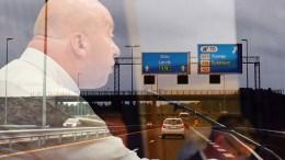 BOMPENGER: Frps Anders Kylland ber ordføreren om svar på om noen har antydet at Arendal er positive til å innføre bompenger for å få mest mulig ut av en statlig pott byvekstmidler. Foto: Arkiv/Montasje