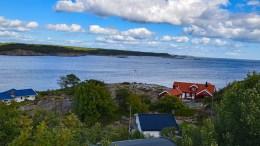 AREALOVERFØRING: Kommunen sier nei til at et areal på snaue 300 kvadratmeter mellom to hytteeiendommer helt øst på Øyna kan overføres fra hovedbruket på Øyna til den østligste hytteeiendommen. Foto: Esben Holm Eskelund