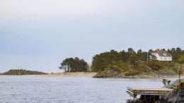 GJESSØYA: Arendal kommune har mottatt søknad om å bygge ny fritidsbolig på Gjessøya. Huset på bildet har ingen ting med søknaden å gjøre. Illustrasjonsfoto / Esben Holm Eskelund