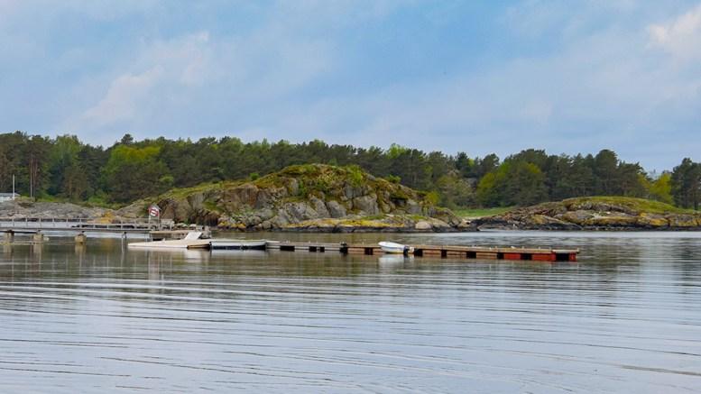 MISTET OVERSIKTEN: Fiskeridirektoratet har flere ganger hatt innsigelser knyttet til brygga på Hove. Etter først å ha vært positive til ettergodkjenning av flytebryggeanlegget ber direktoratet nå om flere opplysninger etter å ha mistet tråden i saken. Arkivfoto