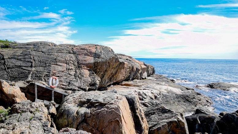 SPRUTA: Denne plassen kan by på spektakulære væropplevelser både under rolige og heftige forhold. Foto: Esben Holm Eskelund