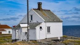 HETT I HAVGAPET: På Store Torungen måles offisielle temperaturer i Arendal for Meteorologisk institutt. Foto: Esben Holm Eskelund