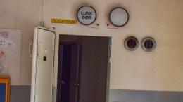 TILFLUKTSROM: Halvparten av befolkningen i Arendal kan få plass i tilfluktsrom, viser en oversikt bystyret fikk i juni. Men et nytt geovarslingssystem mener politikere bør få større oppmerksomhet. Bildet viser tilfluktsrom i Roligheden skole, som er revet. Foto: Esben Holm Eskelund