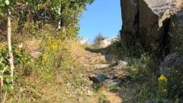 UTBEDRE STI: Hytteeierlaget ønsker å utbedre veien til brygga. På 1970-tallet sa grunneier ned, mens nåværende grunneier har gitt klarsignal. Foto: fra søknaden
