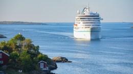 MS AMERA: Galtesund viste seg fra sin beste side da cruiseskipet med tyske turister og TV-team om bord seilte inn til Arendal fredag morgen. Foto: Esben Holm Eskelund