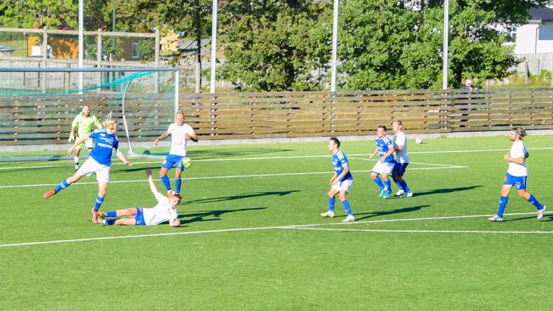 TRAUMA MOT FROLAND: Trauma stilte med flere yngre spillere i troppen mot Froland på Hove lørdag ettermiddag. Foto: Esben Holm Eskelund