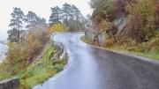 GANG- OG SYKKELVEI: Dette er skoleveien øst på Tromøy, som er smal, svingete og uoversiktlig. Foto: Esben Holm Eskelund