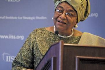 Decepção: Presidente da Libéria e Nobel da Paz defende lei contra gays