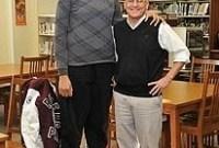 Jamaicana que mora nos EUA ganha título de adolescente mais alta do mundo com 2,10 metros
