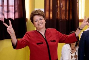 Dilma vence e é eleita a primeira  mulher presidente do Brasil