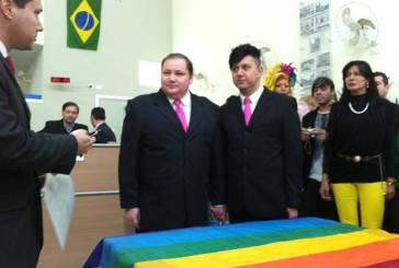 Casal de SP busca certidão do primeiro casamento civil gay do país