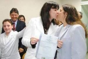 Juíza casa-se com outra mulher