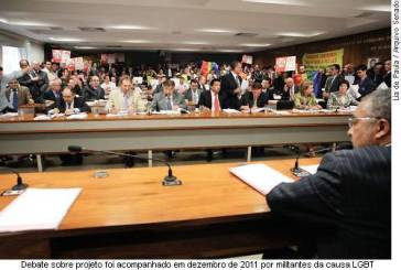 Projeto que criminaliza homofobia aguarda designação de novo relator