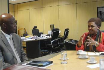 Ministra Luiza Bairros recebe o embaixador da África do Sul, Mphakama Mbete