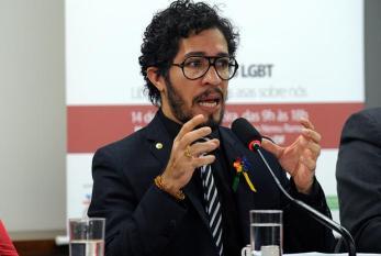 Aprovação de casamento gay 'constrange' Congresso, diz Jean Wyllys