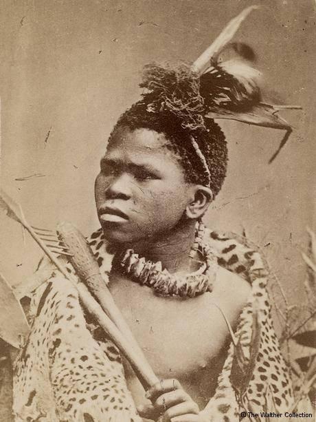 """Cartão postal """"étnico"""" mostra homem zulu da África do Sul, por volta de 1870"""