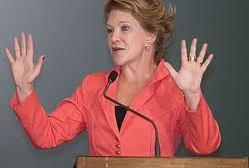 Marta Suplicy pede adiamento de projeto que inclui namoro na Lei Maria da Penha