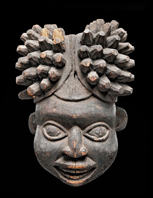 Máscara da etnia Kom, pertencente à coleção do museu etnológico de Berlim